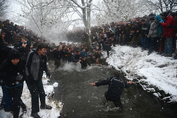 Challenge「Enthusiasts Participate In The Royal Shrovetide Football」:写真・画像(0)[壁紙.com]