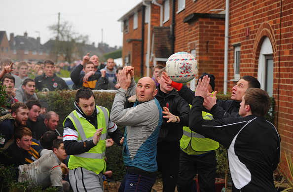 Chaos「Enthusiasts Participate In The Royal Shrovetide Football」:写真・画像(8)[壁紙.com]