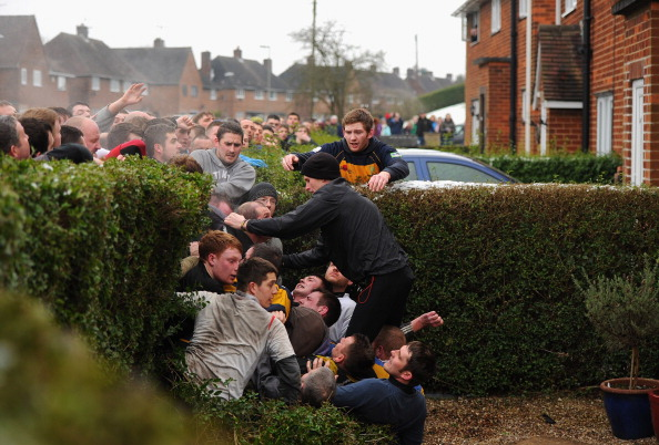 Boundary「Enthusiasts Participate In The Royal Shrovetide Football」:写真・画像(16)[壁紙.com]