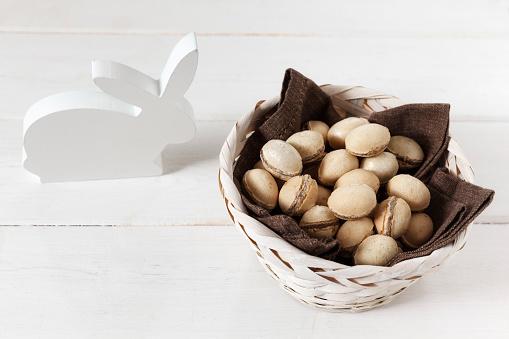 イースター「White wooden Easter bunny and basket of waffle eggs」:スマホ壁紙(16)
