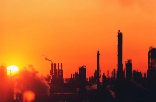 Oil Industry「Sun setting on oil refinery in Baytown, Texas」:スマホ壁紙(2)
