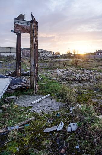 Lost「Sun setting over industrial wasteland」:スマホ壁紙(16)