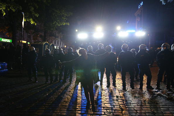Guarding「May Day In Hamburg」:写真・画像(12)[壁紙.com]