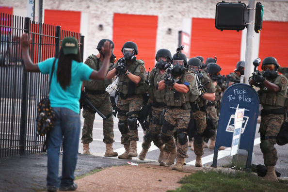 Missouri「Outrage In Missouri Town After Police Shooting Of 18-Yr-Old Man」:写真・画像(17)[壁紙.com]
