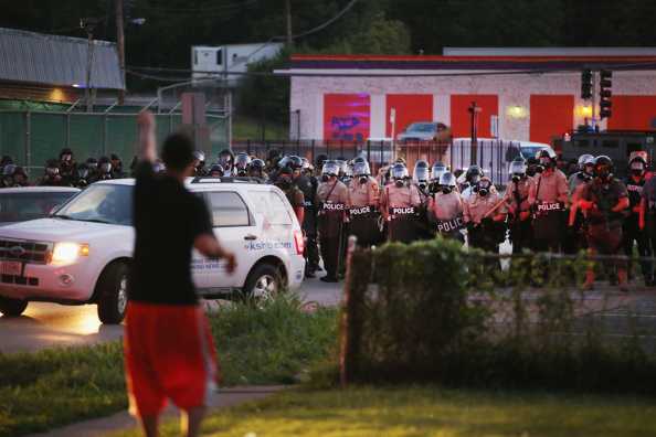 2014-15 Ferguson Unrest「Outrage In Missouri Town After Police Shooting Of 18-Yr-Old Man」:写真・画像(7)[壁紙.com]