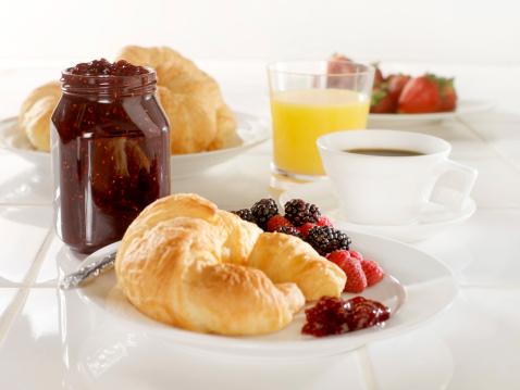 Breakfast「Croissant with Raspberry Jam」:スマホ壁紙(12)