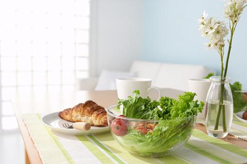 Salad「Croissant with salad on table」:スマホ壁紙(19)