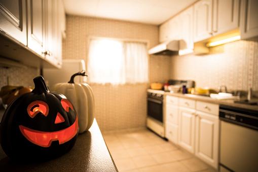 Halloween costume「The kitchen is calm down.」:スマホ壁紙(8)
