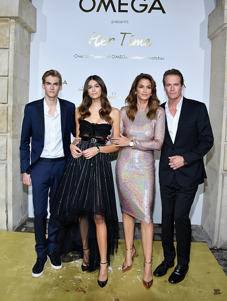 "Cindy Crawford「""Her Time"" Omega Photocall - Paris Fashion Week Womenswear Spring/Summer 2018」:写真・画像(15)[壁紙.com]"