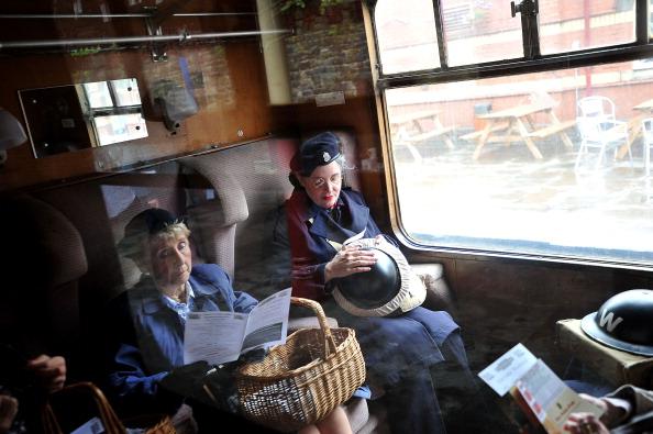 Recreational Pursuit「Enthusiasts Take Part In East Lancashire Railway's 1940s Re-enactment Weekend」:写真・画像(10)[壁紙.com]