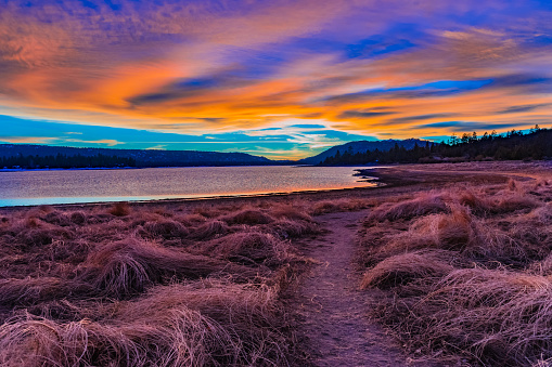 Riverbank「Big Bear Lake romantic sunset with reflections and cloudscape, C」:スマホ壁紙(9)
