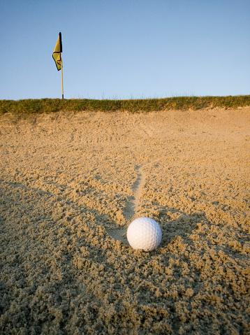 Sand Trap「Golf ball in sand trap at sunrise, ground view」:スマホ壁紙(14)