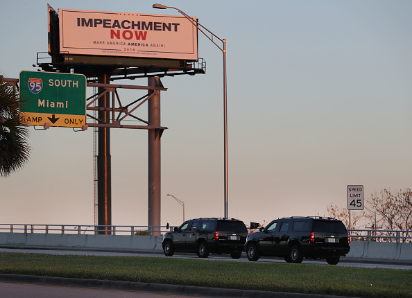 Motorcade「Trump's Motorcade Drives Past Impeachment Billboard En Route To Mar-A-Lago」:写真・画像(13)[壁紙.com]