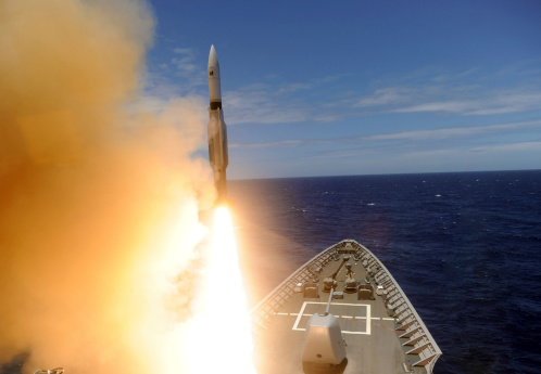 Bang「The guided-missile cruiser USS Lake Erie fires a Standard Missile.」:スマホ壁紙(18)