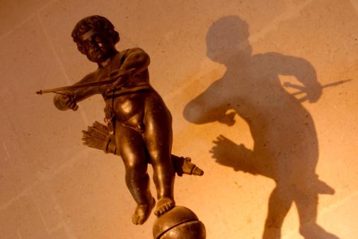 Cupid「Figure of cherub with shadow on wall」:スマホ壁紙(16)
