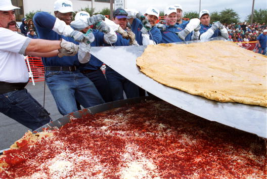 Tortilla - Flatbread「Attempt at the world record for the largest enchilada」:写真・画像(11)[壁紙.com]