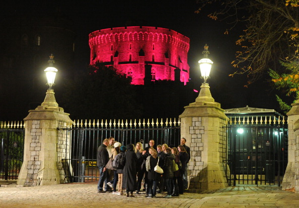 Breast「UK's Iconic Landmarks Turn Pink For Breast Cancer Campaign」:写真・画像(9)[壁紙.com]