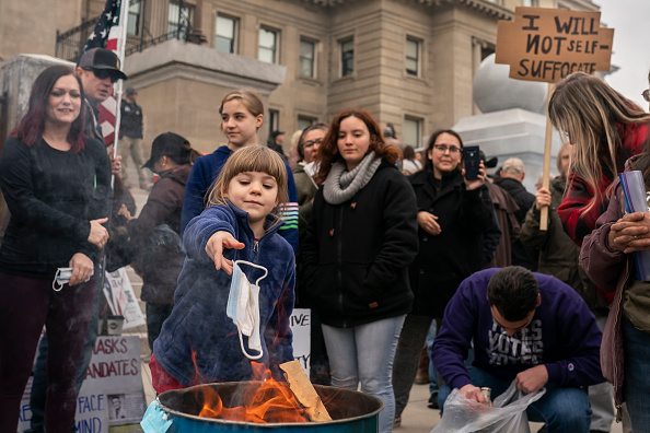 Burning「Mask Burning Protest Against COVID-19 Restrictions Held In Idaho」:写真・画像(2)[壁紙.com]