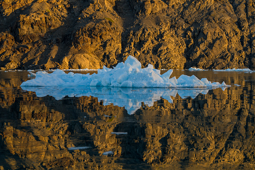 Mirror Lake「Iceberg, Southern Greenland」:スマホ壁紙(19)