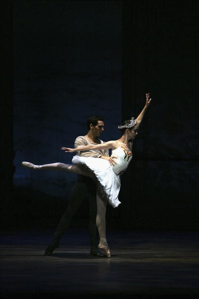 Black Background「Swan Lake At The Edinburgh International Festival」:写真・画像(0)[壁紙.com]