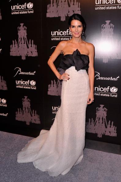 雪の結晶「The Ninth Annual UNICEF Snowflake Ball - Arrivals」:写真・画像(15)[壁紙.com]