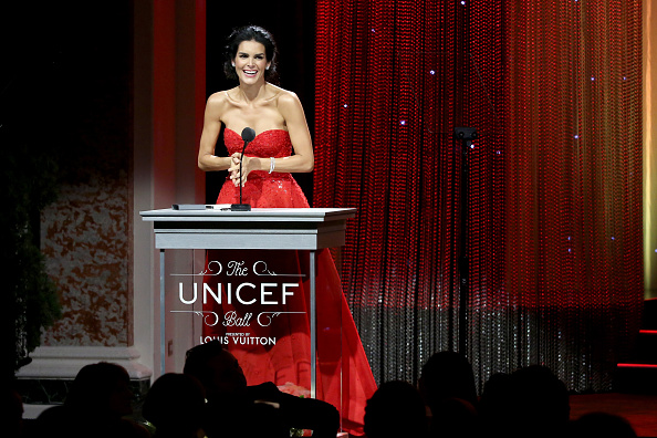 Angie Harmon「Multi-Grammy Award Winner Mariah Carey Headlines Sixth Biennial UNICEF Ball Honoring David Beckham And C. L. Max Nikias - Inside」:写真・画像(10)[壁紙.com]