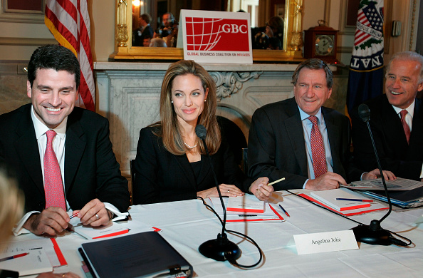 Meeting「Political And Business Leaders Hold Briefing On Efforts To Combat HIV/AIDS」:写真・画像(0)[壁紙.com]