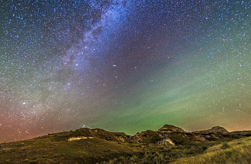 star sky「The northern autumn stars and constellations rising over Dinosaur Provincial Park.」:スマホ壁紙(13)