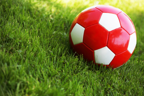 Focus On Background「Red soccer ball in grass」:スマホ壁紙(6)