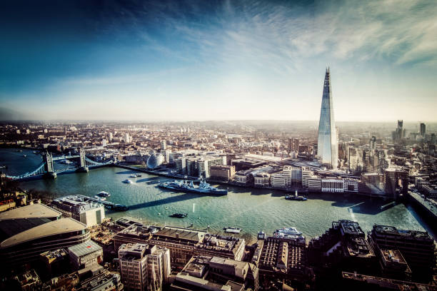 Aerial View of London with Shard and River Thames:スマホ壁紙(壁紙.com)