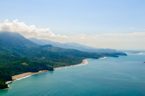 Central America「Aerial view of tropical forests from mountains to coast.」:スマホ壁紙(19)
