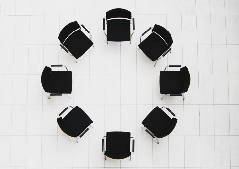 Circle「Aerial view of empty chairs in a circle」:スマホ壁紙(13)