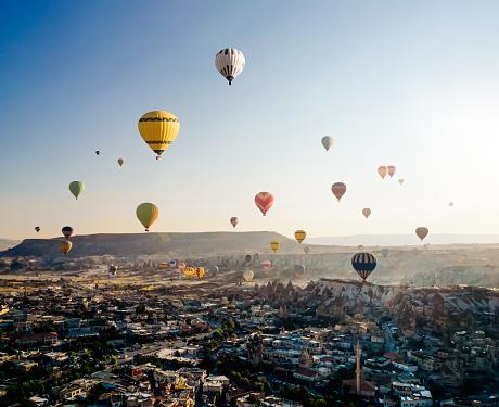 Central Anatolia「Aerial view of hot air balloons flying over Cappadocia at sunrise,Turkey」:スマホ壁紙(19)