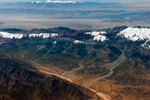 月「チベットと中国、アジアのタクラマカン砂漠の空撮」:スマホ壁紙(14)