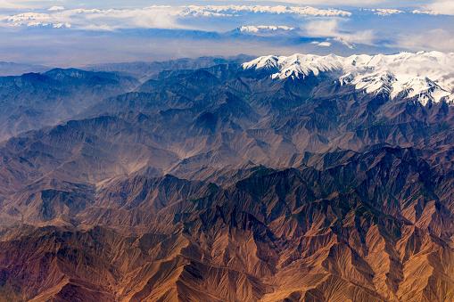 月「チベットと中国、アジアのタクラマカン砂漠の空撮」:スマホ壁紙(9)