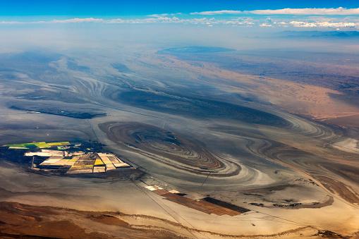 月「チベットと中国、アジアのタクラマカン砂漠の空撮」:スマホ壁紙(8)