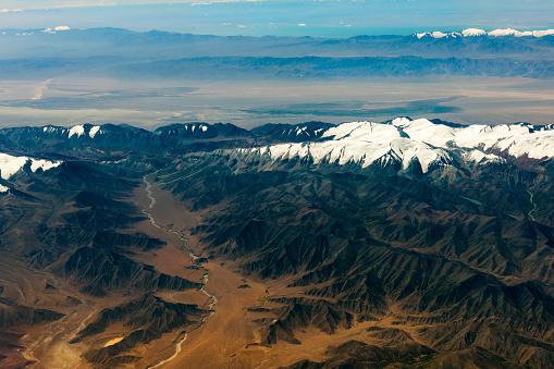 月「チベットと中国、アジアのタクラマカン砂漠の空撮」:スマホ壁紙(13)