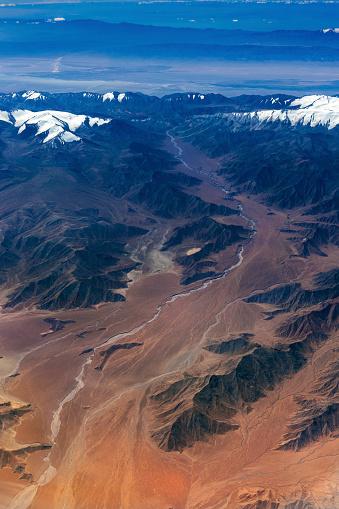 月「チベットと中国、アジアのタクラマカン砂漠の空撮」:スマホ壁紙(7)