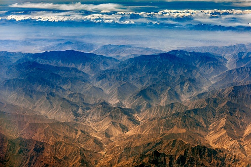 月「チベットと中国、アジアのタクラマカン砂漠の空撮」:スマホ壁紙(12)