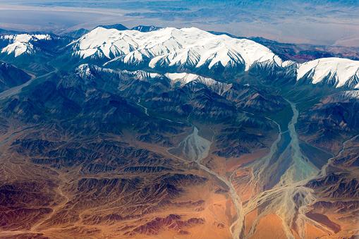 月「チベットと中国、アジアのタクラマカン砂漠の空撮」:スマホ壁紙(6)
