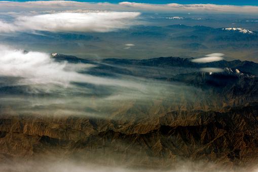 月「チベットと中国、アジアのタクラマカン砂漠の空撮」:スマホ壁紙(10)