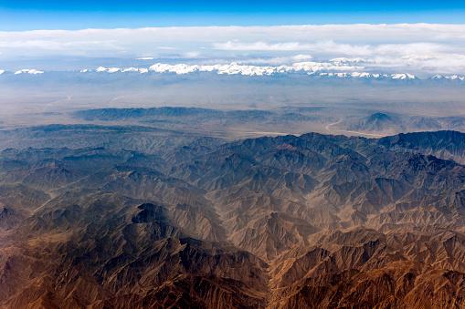 月「チベットと中国、アジアのタクラマカン砂漠の空撮」:スマホ壁紙(19)
