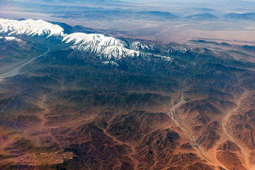 月「チベットと中国、アジアのタクラマカン砂漠の空撮」:スマホ壁紙(15)