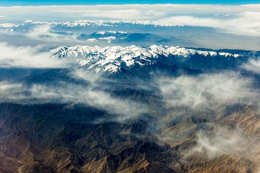月「チベットと中国、アジアのタクラマカン砂漠の空撮」:スマホ壁紙(16)