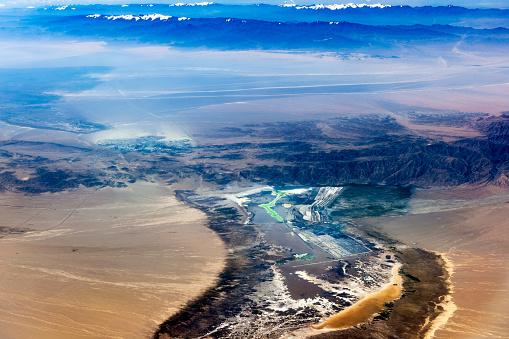 月「チベットと中国、アジアのタクラマカン砂漠の空撮」:スマホ壁紙(17)
