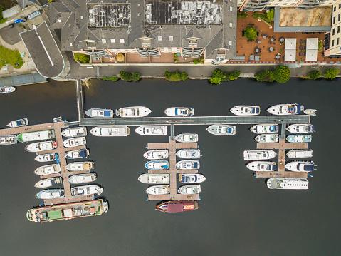 船・ヨット「マリーナ、ウォーターフォード、アイルランドのボートの空撮。」:スマホ壁紙(0)
