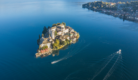 Piedmont - Italy「Aerial view of Isola San Giulio on Lake Maggiore, Italy」:スマホ壁紙(1)