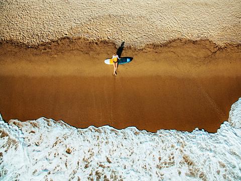 サーフィン「Aerial view of a surfer girl resting on a beach」:スマホ壁紙(8)