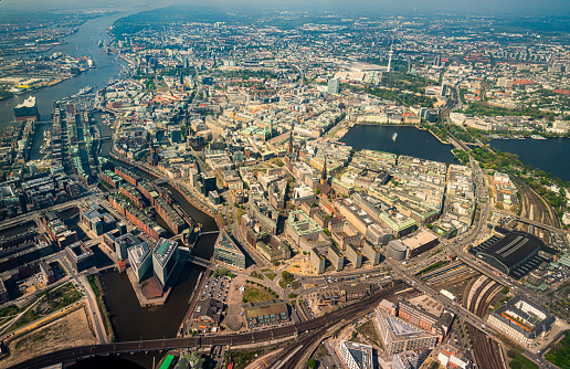 Cathedral「Aerial view of the Alster in Hamburg」:スマホ壁紙(3)