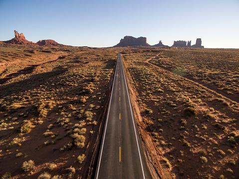 Road Marking「Aerial View, Monument Valley, Arizona, USA」:スマホ壁紙(13)